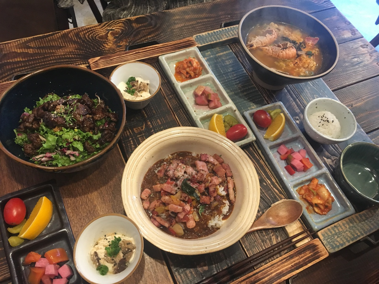 덮밥, 커리, 딱새우 라면 함께 한 식사