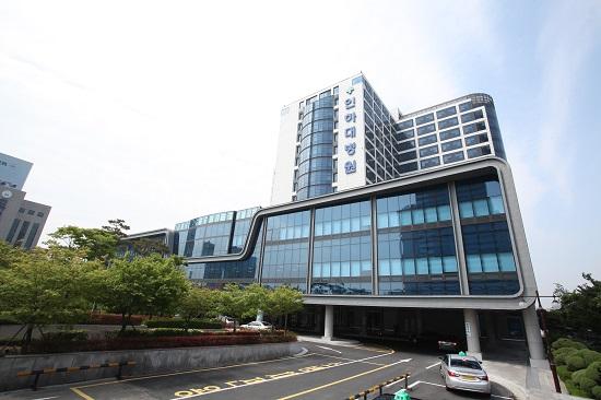 인하대병원 인천 중구 신흥동에 있는 인하대학교 의과대학병원 전경.
