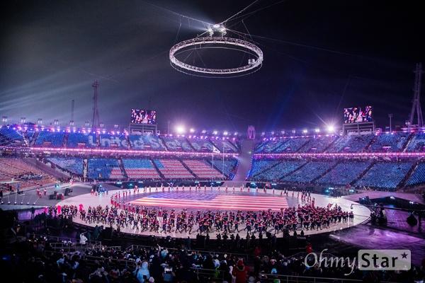 9일 오후 강원도 평창 올림픽 스타디움에서 열린 2018 평창동계올림픽 개회식에서 미국 선수단이 입장하고 있다.