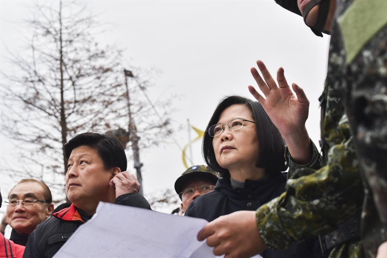 차이잉원(蔡英文) 대만 총통 차이잉원(蔡英文) 대만 총통이 지난 7일 화롄 지역에서 발생한 지진 피해 현장을 찾았다.