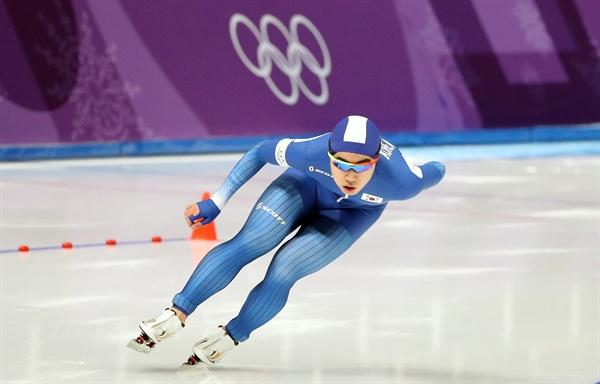 김민석, 1500M 폭풍질주 13일 오후 강릉 스피드스케이팅경기장에서 열린 2018 평창동계올림픽 스피드스케이팅 남자 1,500m 경기에서 김민석이 힘찬 레이스를 펼치고 있다. 동계올림픽 빙속 남자 1,500m에서 메달을 딴 것은 한국 선수뿐만 아니라 아시아 전체에서도 김민석이 처음이다.