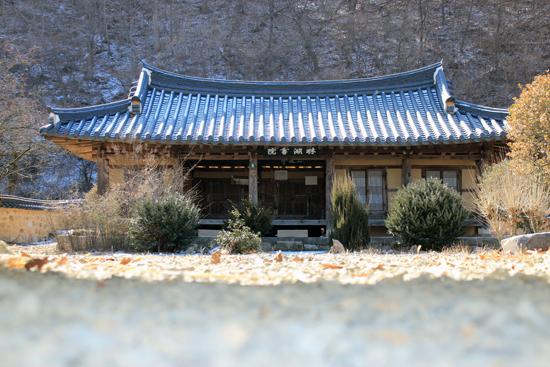 임진왜란 의병장이자 선무원종1등공신인 박경신을 모시는 경북 청도군 금천면의 임호서원. 사진은 서원의 강당.
