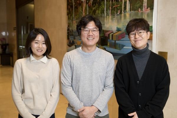 윤식당2 13일 오후 서울 상암동 스탠포드호텔에서 tvN 예능프로그램 <윤식당2>의 제작진 공동인터뷰가 열렸다. 인터뷰에는 나영석 PD, 이진주 PD, 김대주 작가가 참석해 기자들의 질문에 답변했다.