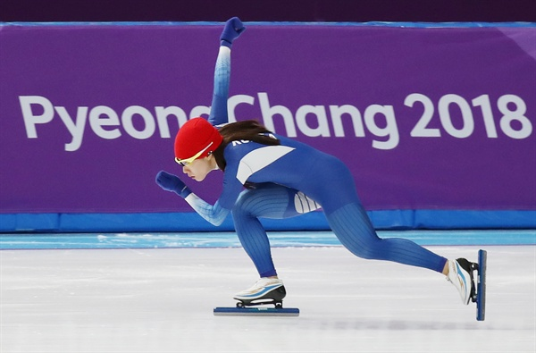 이상화 '3연패 향한 마지막 담금질' 이상화가 2018 평창동계올림픽 스피드스케이팅 여자 500m 경기를 하루 앞둔 17일 오후 강릉 스피드스케이트경기장에서 최종 훈련을 하고 있다. 이상화는 500m 경기에서 올림픽 3연패를 노린다.