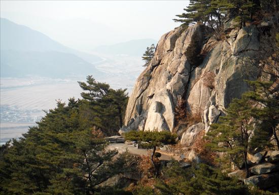 삼릉계곡 마애석가여래좌상(경북유형문화재 제158호).