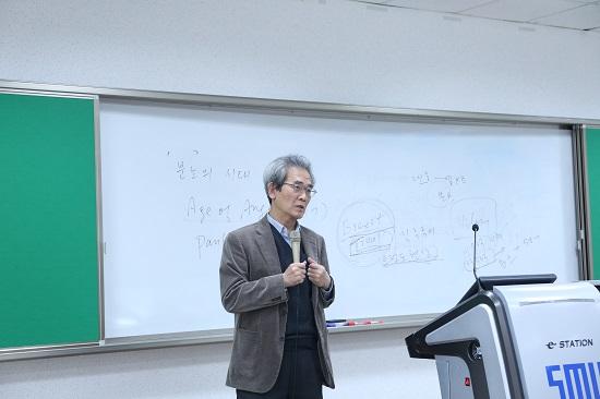 김종철 <녹색평론> 발행인이 세명대 저널리즘스쿨에서 강의하고 있다.