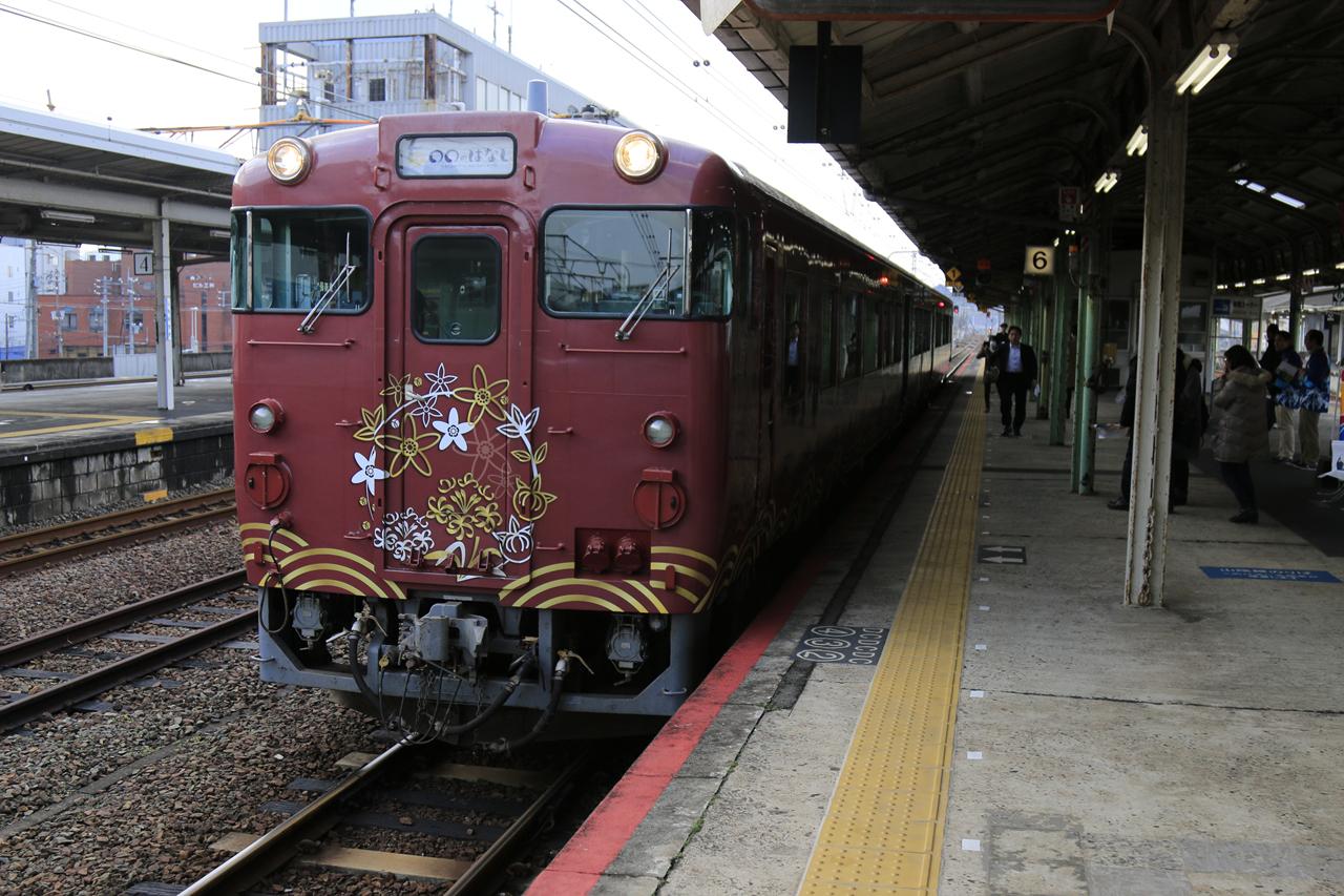 마루마루노하나시호 외관 아름다운 랩핑으로 둘러싸인 마루마루노하나시호