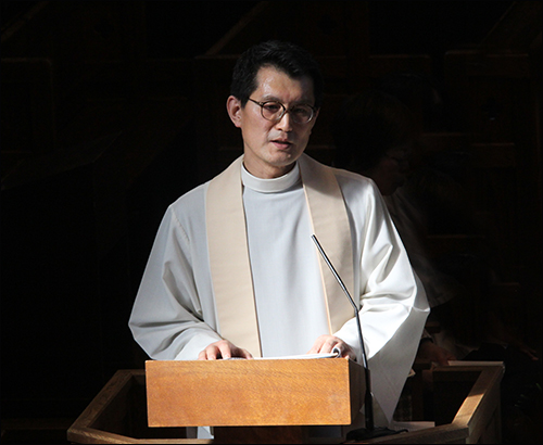김대원 사제  추도 기도회를 집전하는 김대원 사제