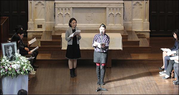 윤동주 시 '공상'을 일본어로 낭송한 스즈키유미(앞쪽), 약간 뒤쪽은 한국어 낭송자 이은정씨