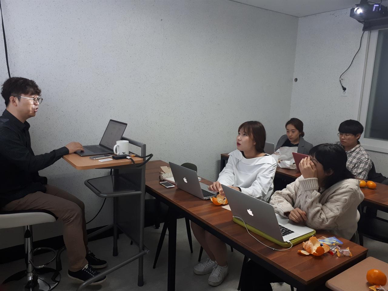 이프 1기 교육 모습 코딩 교육에 열중하는 이프 1기 참가자들