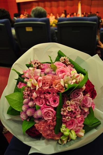 나는 졸업식 '꽃순이'가 불편하다.