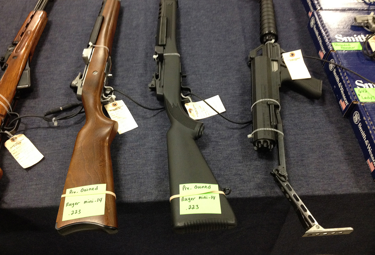 미국 총기상점에 진열된 중고 소총.