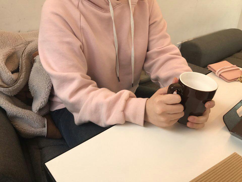 한국여성노동자회 대학생 자원활동가 염소가 김은영(가명) 씨를 인터뷰 하고 있다.