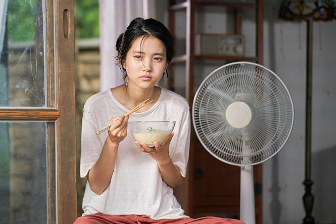 임순례 감독의 영화 <리틀 포레스트>(2018) 한 장면