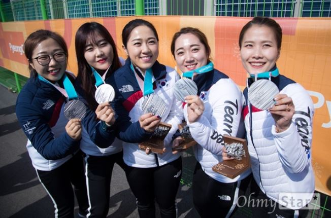 의성출신 여자컬링팀이 은메달을 차지했다