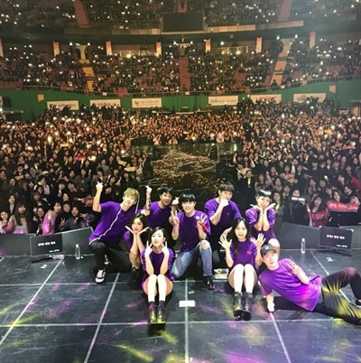 휘성은 이날 서울 잠실실내체육관에서 진행된 앵콜 공연에서 7500여 명의 관객 앞에서 다양한 매력들을 선보였다.