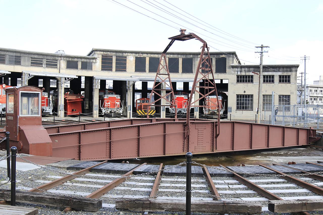 츠야마마나비노철도관 회전전차대가 있는 츠야마마나비노철도관