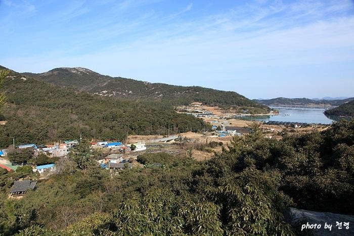 옥소대 옥소대에 오르면 황원포(사진 오른쪽 바다)와 세연정(사진 왼쪽 아래)이 한눈에 보인다.