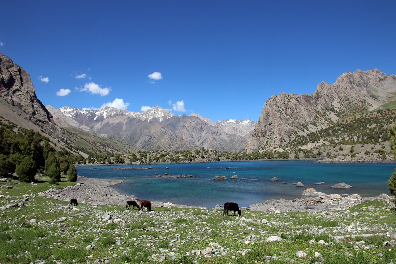 타지키스탄의 알라우딘 호수 (해발 3,300m) 뱀을 두려워하던 초보여행자는 10년 후, 해발 3,000미터는 별 고민없이 오르는 트래커로 성장합니다.