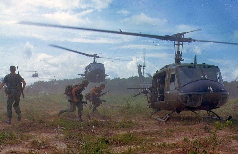 베트남 참전 미군. 통킹만 사건 이후인 1966년에 촬영된 사진이다.