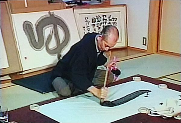 아이다 미츠오 아이다 미츠오는 글자 하나를 쓰기 위해 수십, 수백, 수천장을 연습했다고 한다.