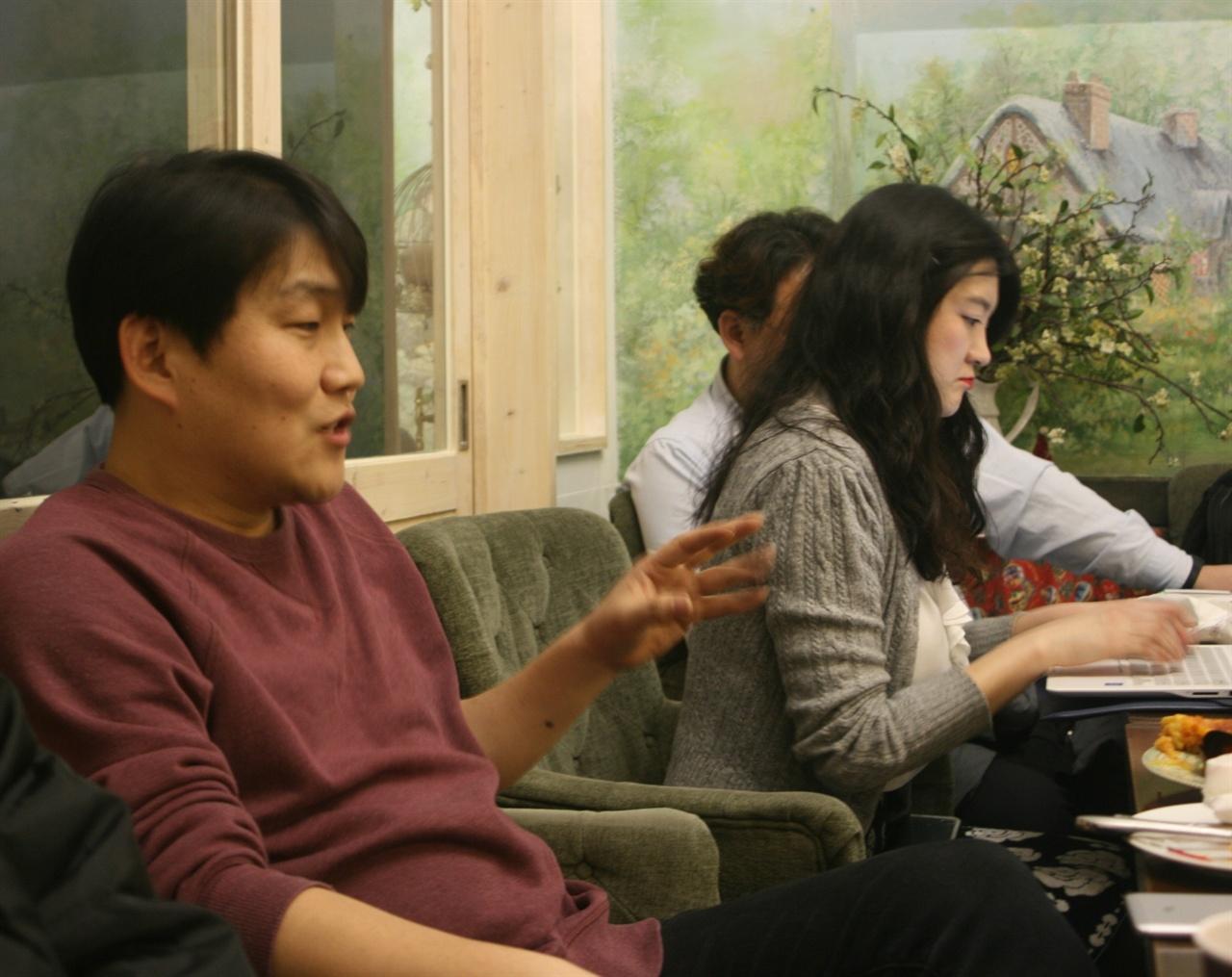 지난 2월 28일 종로2가 민들레영토에서 모임의 취지를 얘기하고 있는 류호근 희망나눔동작네트워크 사무국장