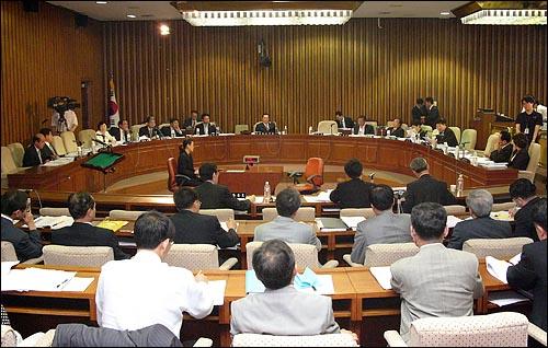 국회는 2006년 7월 31일 한미 FTA 특별위원회를 열고 한미 FTA 협상 추진과정 전반에 대해 질의했다.
