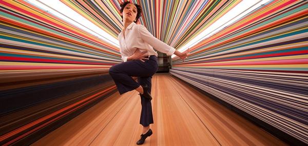 홈팟(Homepod) 영상에서 춤추는 FKA 트윅스(FKA Twigs)