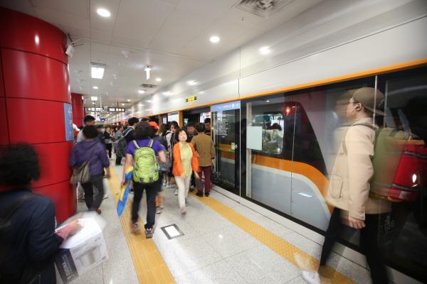 """""""all ways Incheon"""" 인천교통공사가 '인천교통주권'을 완성하기 위해서는  금 체계 개선을 통해 재정적 안정을 달성해야만 가능하다는 분석이다."""