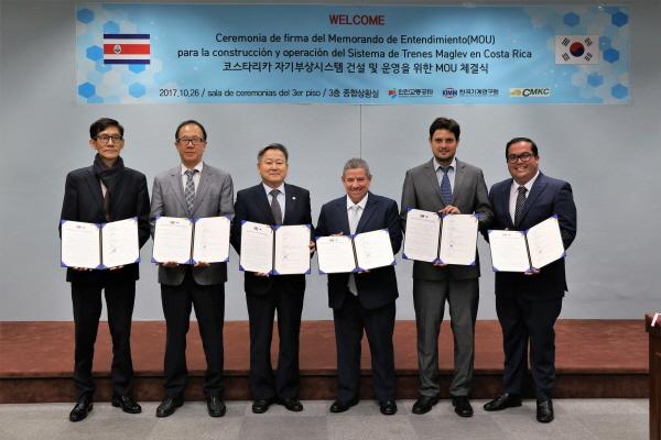"""""""all ways Incheon"""" 인천교통공사의 해외철도시장 진출에 대한 요구가 높아지고 있다. 이를 위해 도시철도의 건설과 운영을 일원화해야 한다는 목소리가 나온다."""