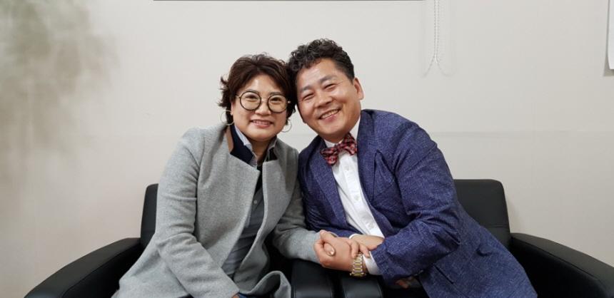 손성호씨 부부 두사람이 선거운동을 하고 있다