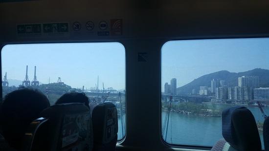 공항고속철에서 보는 홍콩의 아름다운 바다