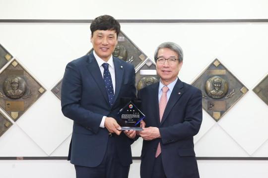 KBO 홍보대사 이승엽 은퇴 후 KBO 홍보대사로 임명된 이승엽.