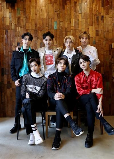 갓세븐 갓세븐이 12일 오후 6시 새 앨범 < Eyes On You >로 돌아온다. 컴백을 기념해 지난 8일 오전 서울 성수동의 한 카페에서 이들의 인터뷰가 열렸다.