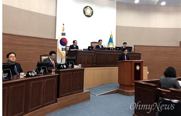 무소속 김동수 창원시의원이 12일 오후 열린 창원시의회 임시회 본회의에서 발언하고 있다.