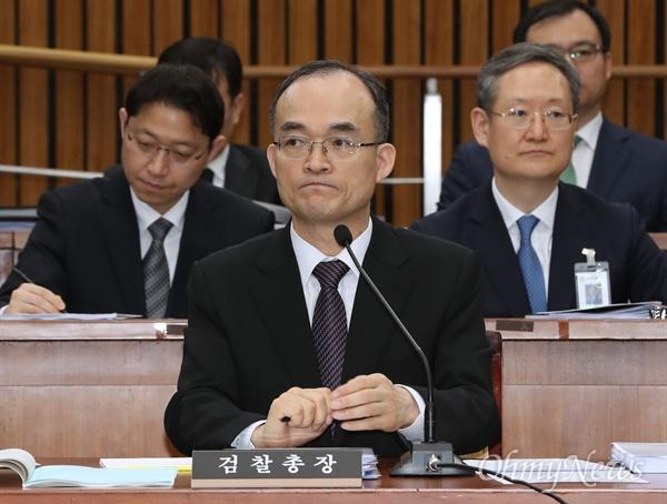 문무일 검찰총장이 13일 국회 사법개혁특별위원회 전체회의에 출석해 의원들의 질의에 답변하고 있다.