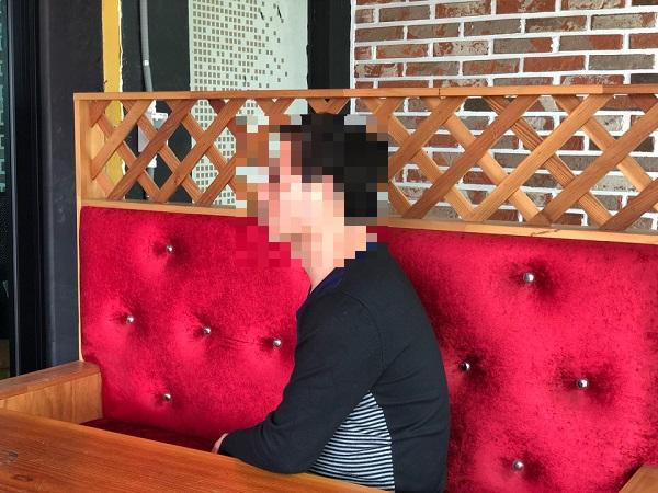 한국지엠 노동조합 군산공장지회 조합원. 지난 13일 군산에서 만난 한 군산공장 직원. 그는 공장 폐쇄 후 실시한 희망퇴직을 신청하지 않았다.
