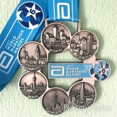 세계 6대 마라톤 메달. 6개 도시 (보스턴, 런던, 뉴욕, 베를린, 시애틀, 도쿄)가 그려져있다.