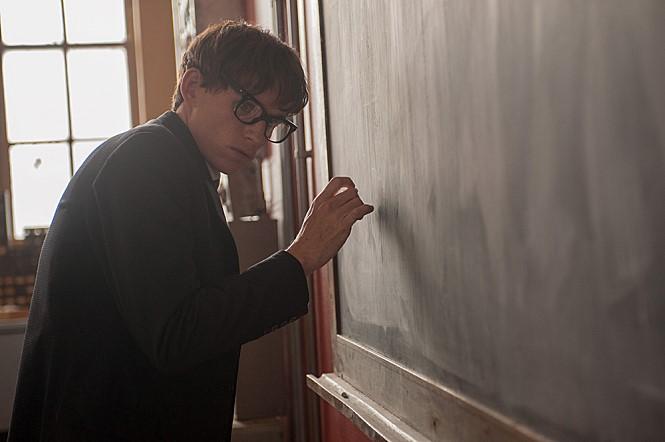지난 14일 타계한 세계적 물리학자 고 스티븐 호킹의 젊은 시절을 다룬 영화 <사랑에 대한 모든 것>(2014) 한 장면