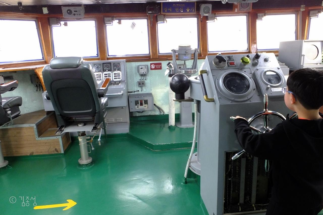 함장이 일하는 4층 조타실은 전망대이기도 하다.