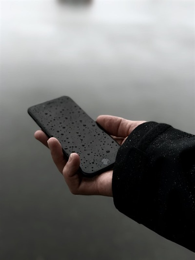 전화기에 뜨는 후배의 이름을 보는데 선뜻 통화 버튼이 눌러지지 않았다