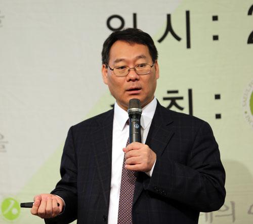 전성인 홍익대 교수는 14일 열린 새얼아침대화에서 '암호화폐, 어떻게 이해할 것인가?'라는 제목으로 암호화폐의 경제적 의미와 미래를 분석하는 강연을 했다.