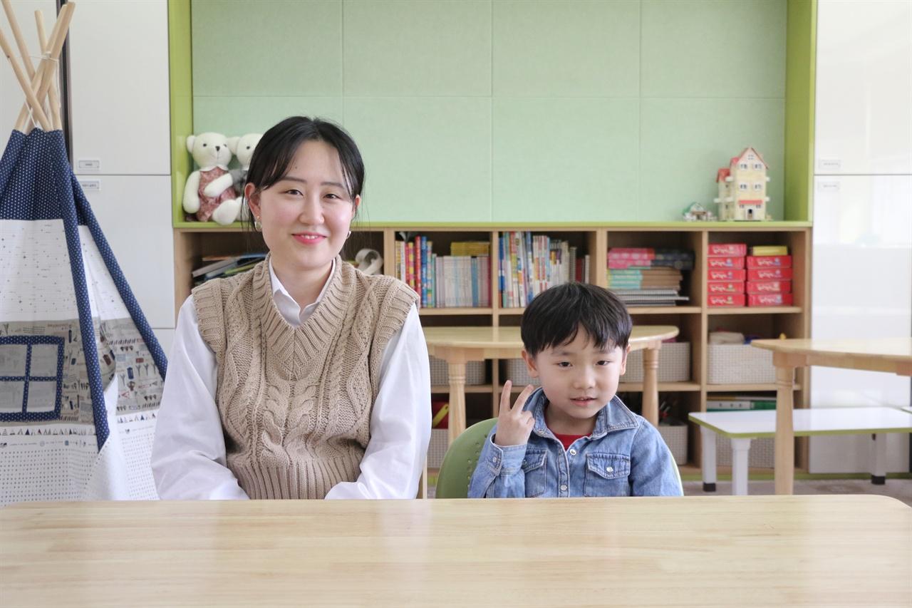 초락초 1학년 1반 박진태 학생과 한소진 교사