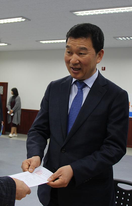 21일 민주당 예비후보로는 처음으로 전남도지사 예비후보로 선관위에 등록한 신정훈 전 청와대 비서관.