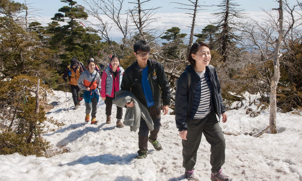 진달래대피소에서 백록담까지는 아직 눈이 쌓여있었다.