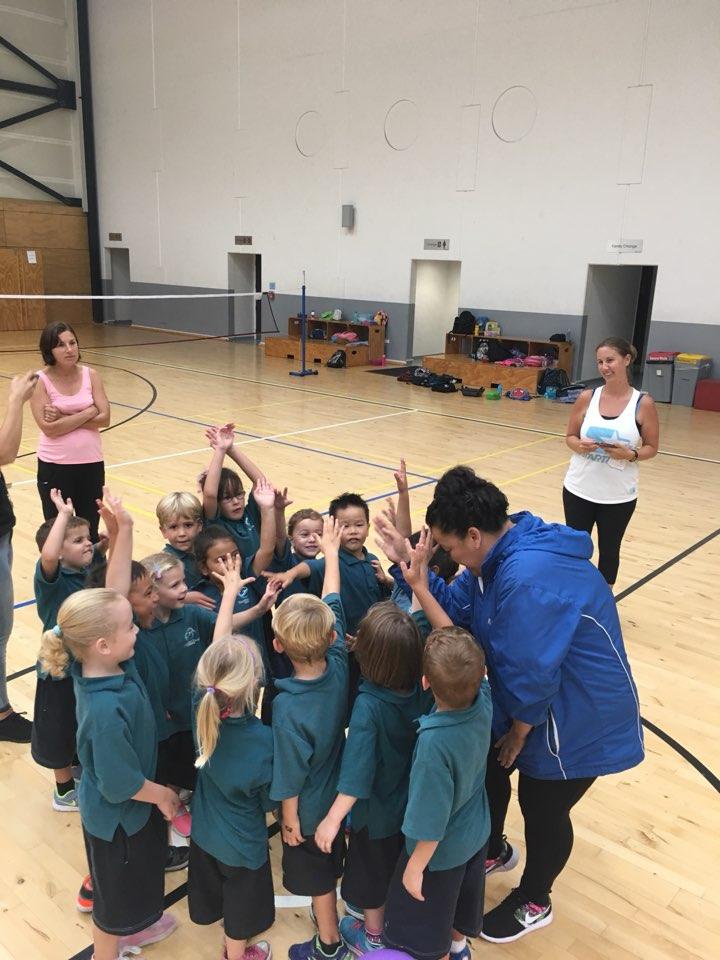 지덕체가 고루 성장하는 전인교육을 중시하는 뉴질랜드. 대부분의 아이들이 학교 안팎에서 스포츠를 즐긴다.