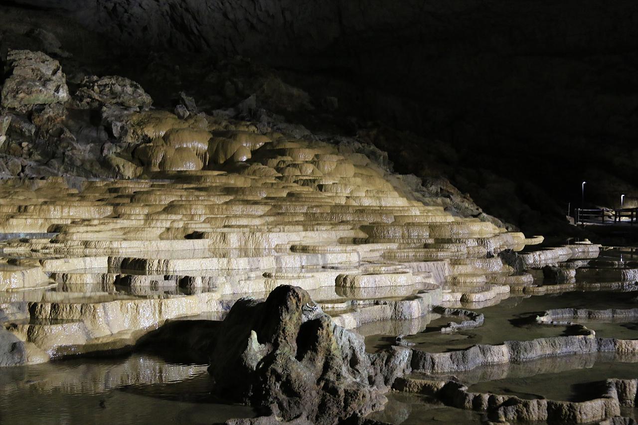 아키요시동굴 대 자연이 아키요시 동굴