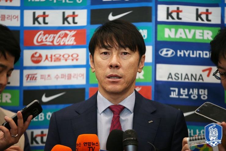 신태용 감독 한국 A대표팀 신태용 감독이 월드컵까지 얼마 남지 않은 기간 동안 많은 문제점을 해결해야 한다.