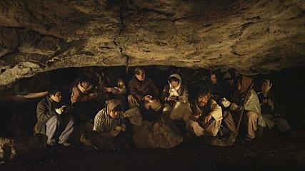 영화 <지슬>의 한 장면. 영화는 실제 동광리에 있는 큰넓궤에서 촬영했다.