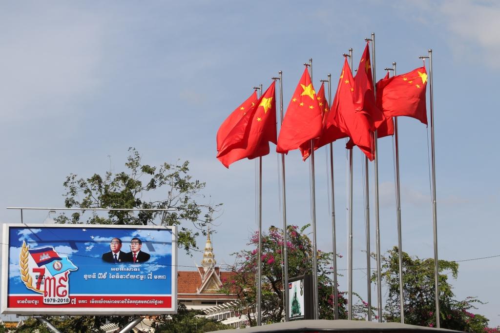 지난 1월 리커창 중국 총리 방문 당시 프놈펜 시내에 내걸린 오성기의 모습.